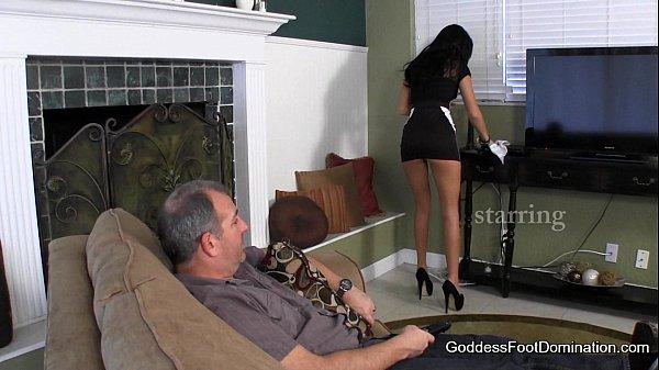 femme de menage donne son cul à son patron