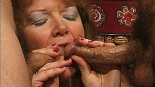 mamie baisée du cul à fond