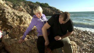 gorge profond sur une plage d'Espagne