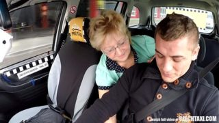 Czech blonde mature suce la bite du chauffeur de taxi