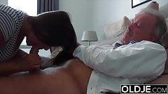 papay baise sa jeune voisine de 18 ans