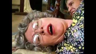 grand-mère à baiser