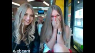 jeunes chaudasses devant une webcam