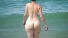 se mettre nue sur une plage
