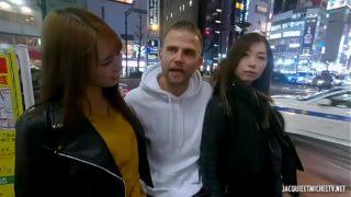 baiser avec deux japonaise à Tokyo