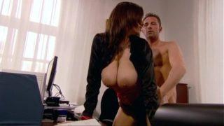 secretaire sensuelle niquée par le boss