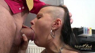allemande tatouée defoncée par un gros sexe