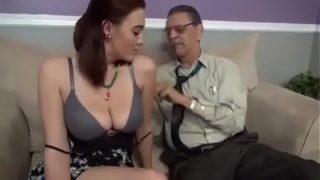 papy jouit dans la chatte de sa belle fille