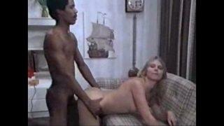porno vintage entre une danoise et un black