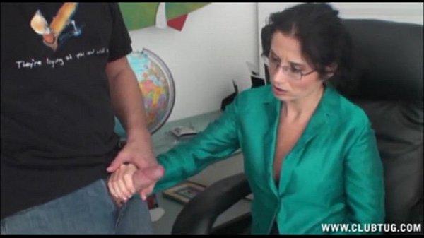 branler un de ses employés dans son bureau